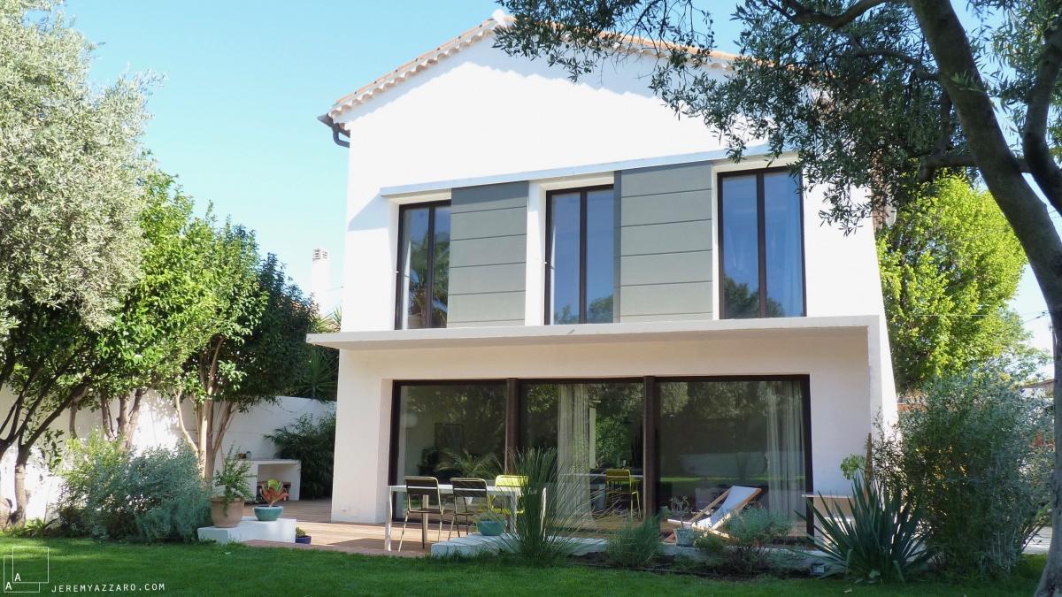 Transformation « deux maisons en une » : renovation-facade-baie-bandeau-architecte-marseille-azzaro