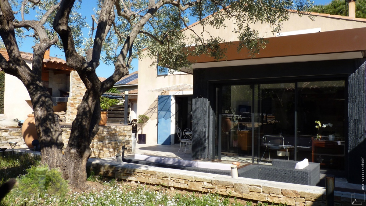 Extension contemporaine d'un séjour de maison individuelle
