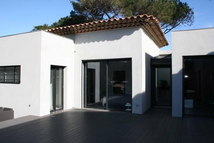 Maison Contemporaine : côté pool house et chambre