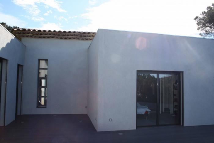 maison contemporaine sainte maxime une r alisation de alexandra burello. Black Bedroom Furniture Sets. Home Design Ideas
